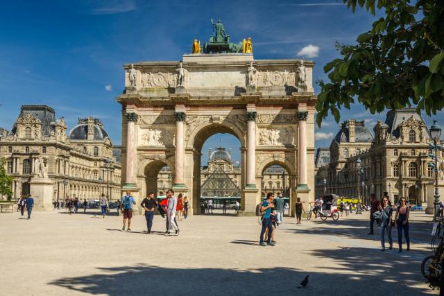 Площадь Каррузель и арка