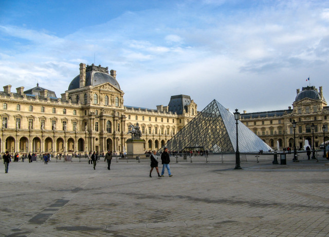 Луврский дворец (Palais du Louvre)