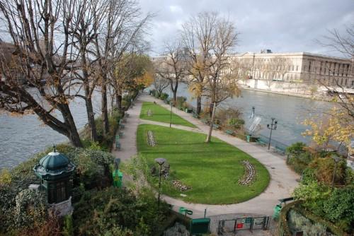 Площадь Дофина (place Dauphine)