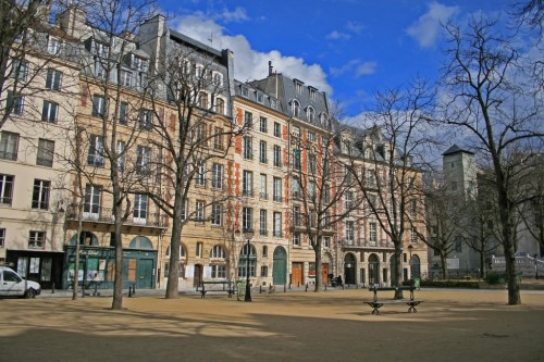 Площадь Дофин  ( place Dauphine)