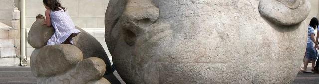 """Скульптура """"Человек слушающий"""" (Écoute"""