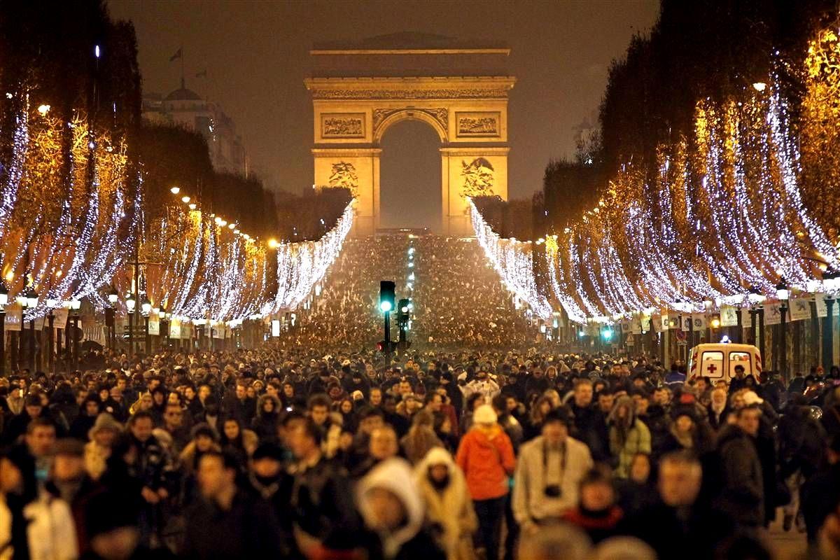 где встречают новый год в париже эти