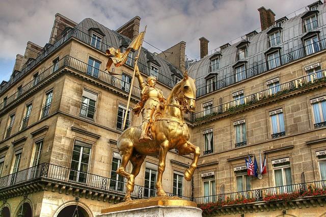 Памятник  Жанне д'Арк в Париже