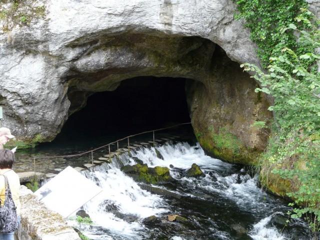 Водопад Фонтесторб (La fontaine intermittente de Fontestorbes)