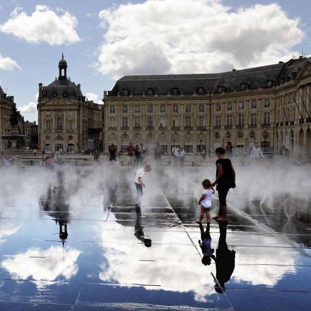 Площадь Биржи (Place de la Bourse)