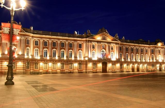 Площадь Капитолия и Тулузский капитолий