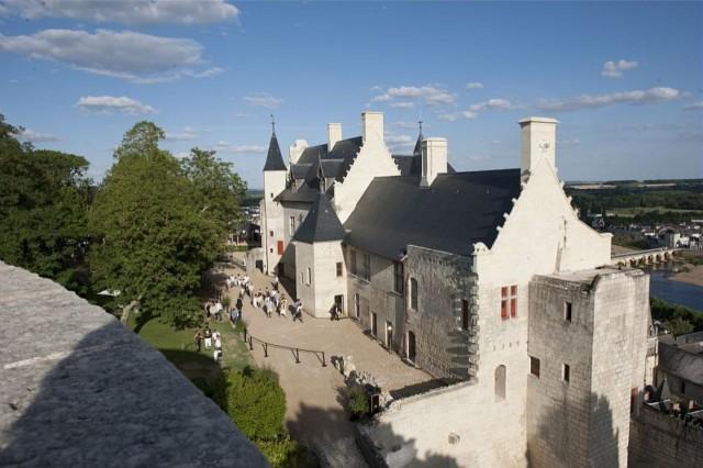 Вид на королевские покои замка Шинон