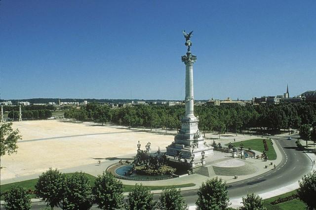 Эспланада де Кинконс (Esplanade des Quinconces)