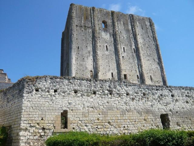Башня донжон, замок Лош (Château de Loches)