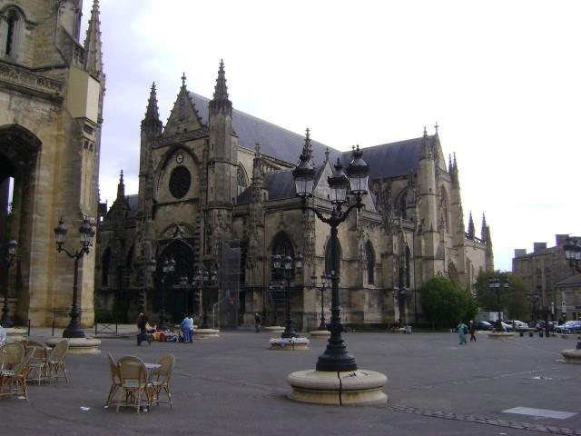 Церковь Сен-Мишель (Basilique Saint-Michel)