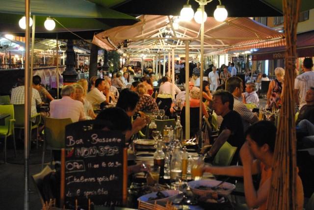 Под открытым небом в Cours Saleya