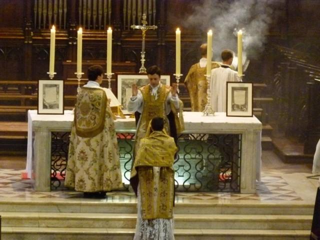 Служба в храме  Святого Серина