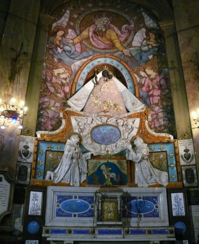 Главная ценность базилики – статуя Чёрной Мадонны