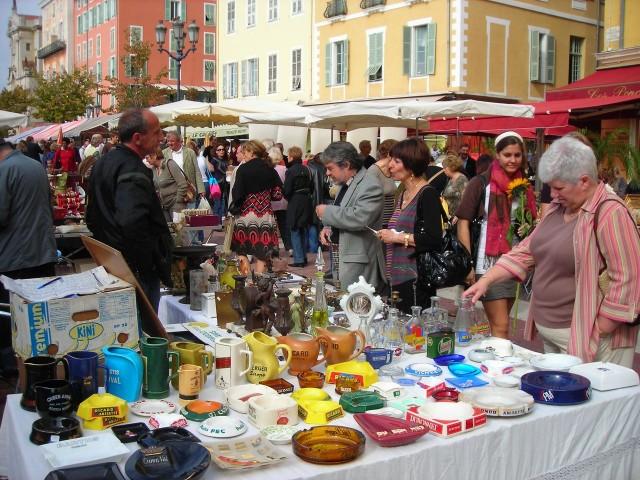 Блошиный рынок на  Кур Салейя