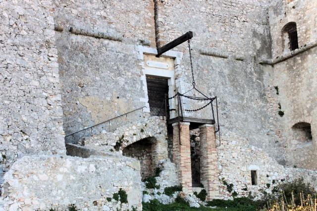 Вход во внутрь форта