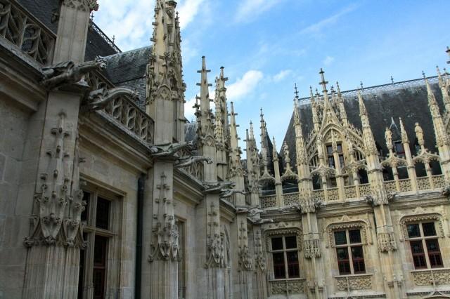 Дворец правосудия (Palais de justice)