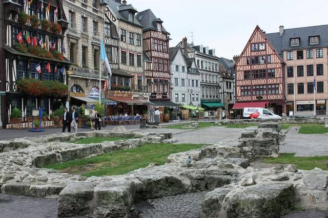 Старая рыночная площадь(place du Vieux-Marché)
