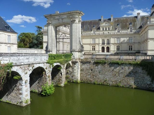 Замок Серран (Château de Serrant)