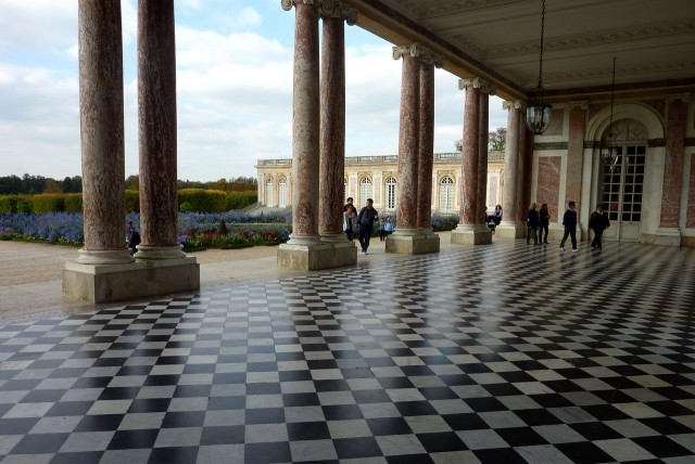 Вид из «перистиля» Большого Трианона на галерею Котелля