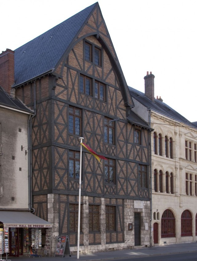 «Домом Жанны'д Арк» (Maison de Jeanne d'Arc)