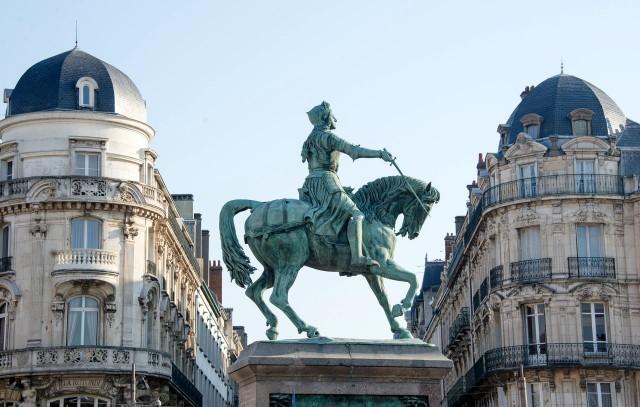 Конная статуя Орлеанской Девы на площади Мартруа (Martroi)
