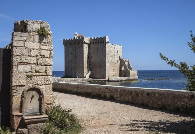 Башня для защиты от нападения с моря