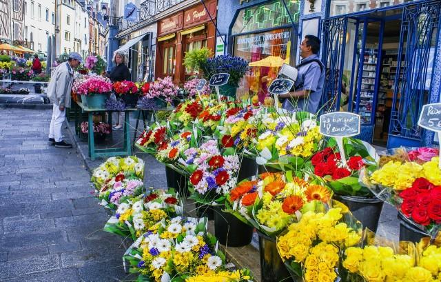 Рынок на площади  Lices