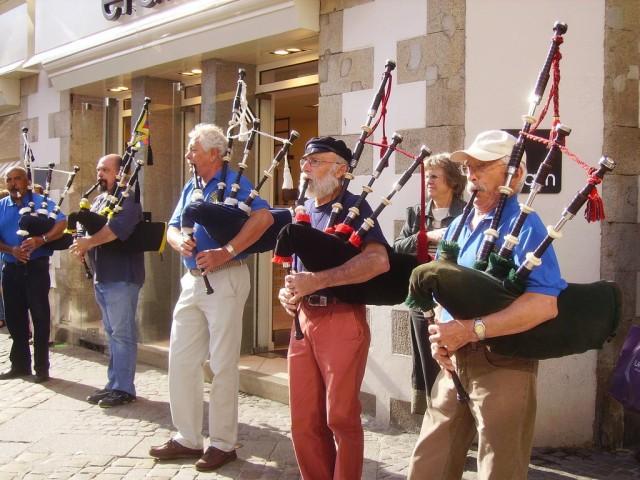 Концерт волынщиков на улице