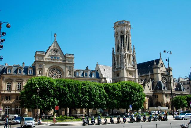 Мэрия I округа, колокольня и церковь
