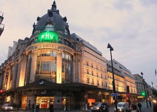 Универмаг «Базар де ль' Отель де Виль» (Bazar de l'Hôtel de Ville или BHV)