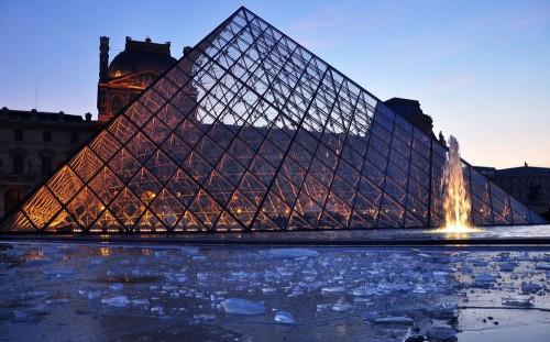 Площадь Пирамид (Place des Pyramides)