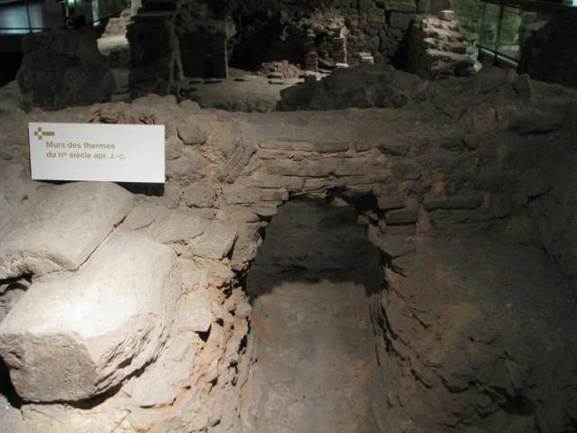 Археологический склеп (Crypte archéologique du parvis Notre-Dame)