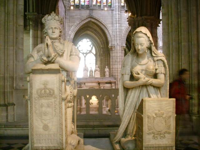 Могилы Людовика XVI и Марии-Антуанетты  в базилике Сен-Дени в Париже.