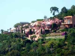 «Дворец-пузырь» на Лазурном берегу. Любимая резиденция Пьера Кардена