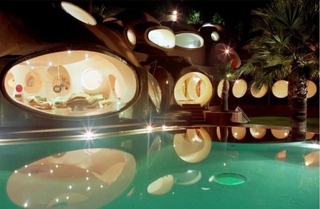 Дворец-пузырь (Palais Bulles)