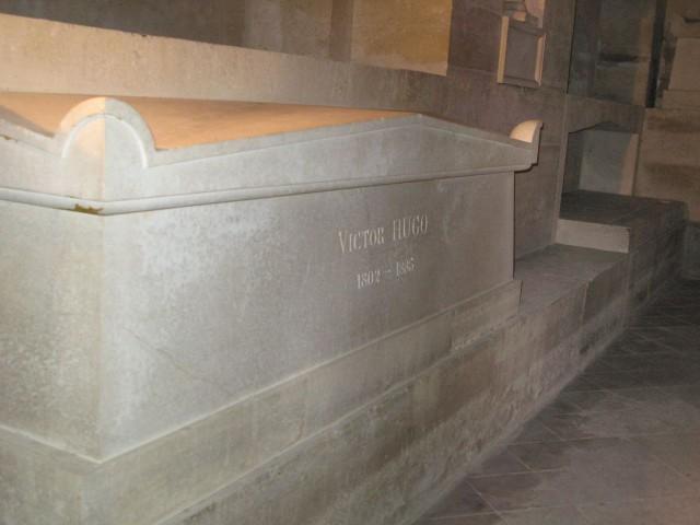 Надгробие в парижском Пантеоне