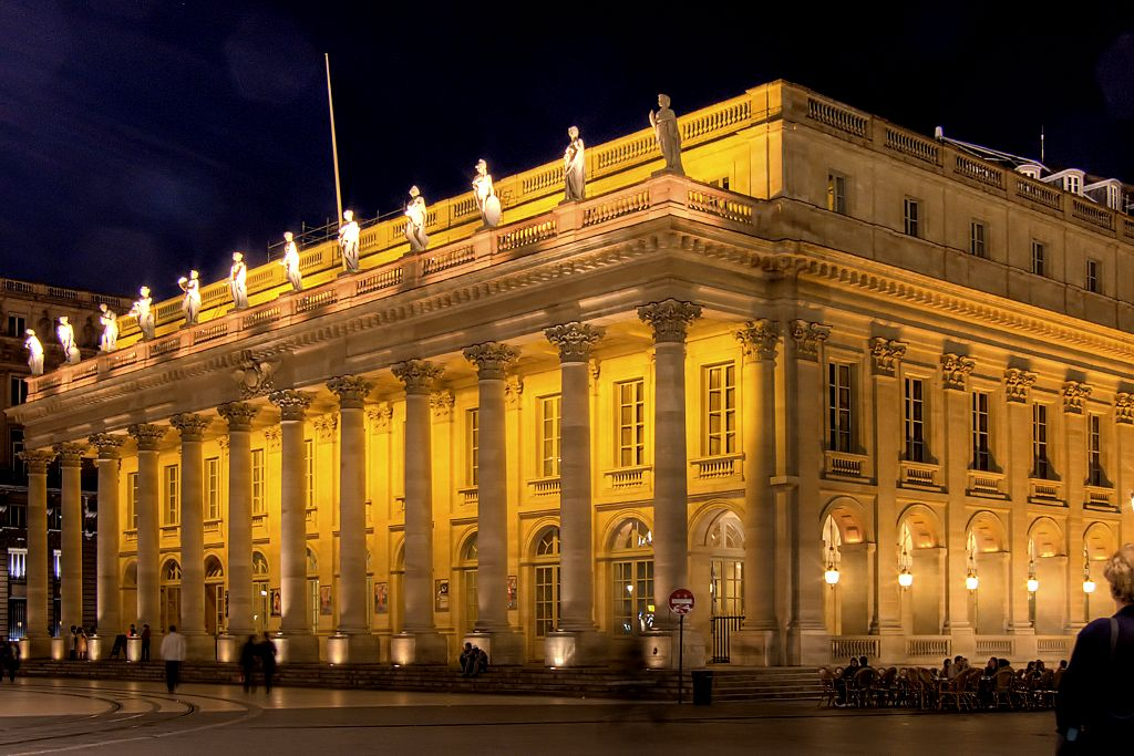 Гран театр Бордо – один из красивейших татров Франции