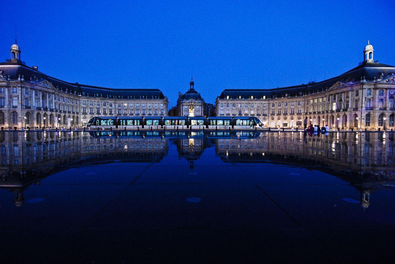 Площадь Биржи Бордо. Величественные дворцы над «Водным зеркалом»
