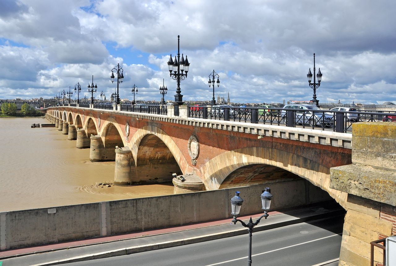 Каменный мост в Бордо – первый мост через Гаронну