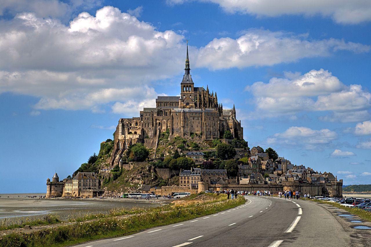 Мон-Сен-Мишель – неприступная крепость на скалистом острове