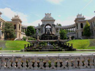 Дворец Лоншан – символ чистой воды, жизни, надежды