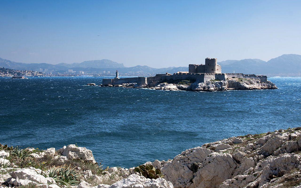 Замок Иф. «…Крепость, которая уже триста лет питает Марсель своими жуткими преданиями…»
