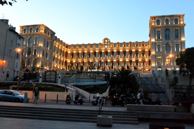 Отель InterContinental - бывшая Центральная Больница (Intercontinental Marseille - Hôtel-Dieu)