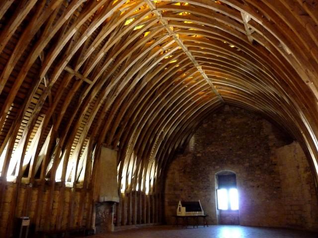 Деревянные перекрытия донжона, сохранившиеся с XIV в.