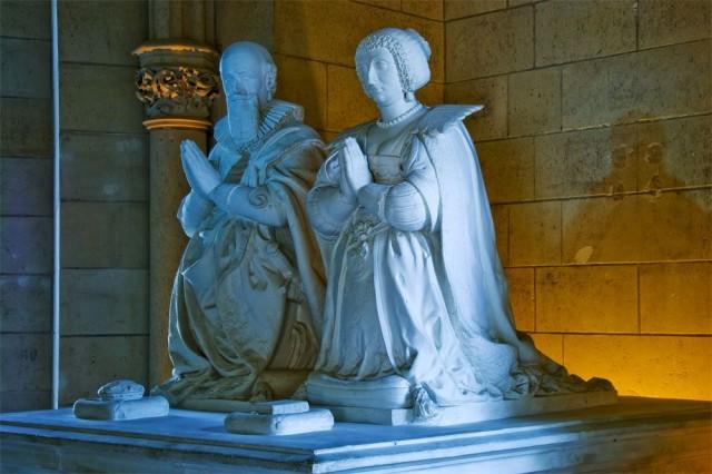 Герцог с женой (копии надгробных статуй)