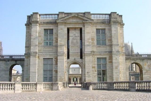 Южный вход (Tour du Bois)