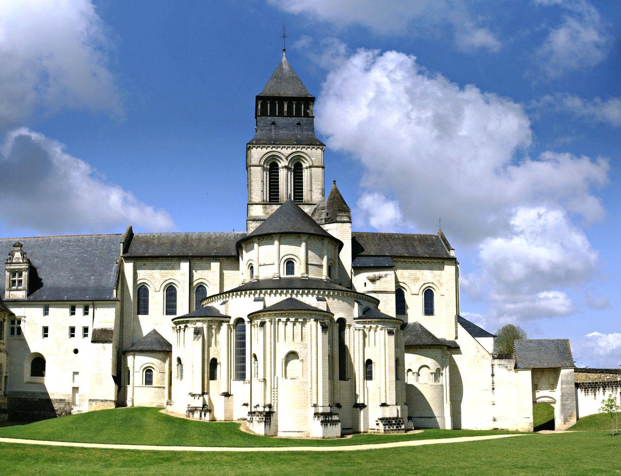 Фонтевро – средневековый монастырский город
