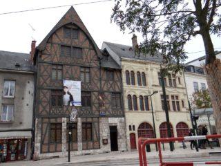 Дом-музей Жанны д'Арк на площади генерала де Голля