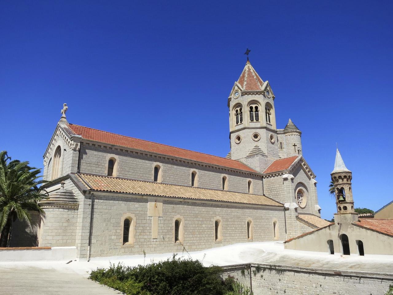 Часовни леринского аббатства фото солнечная