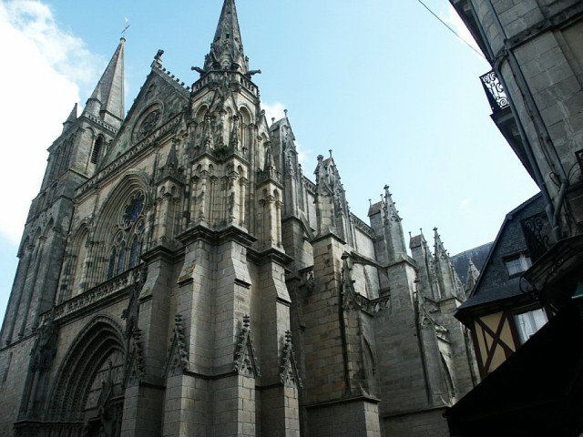 Собор Святого Петра (cathédrale Saint-Pierre)